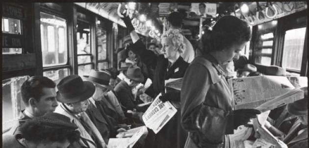 leyendo en el metro