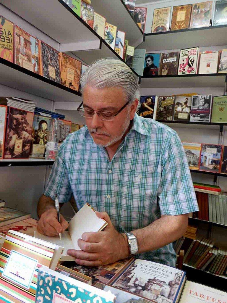Manuel Neila, entrevistas en la mochila, Editorial Renacimiento