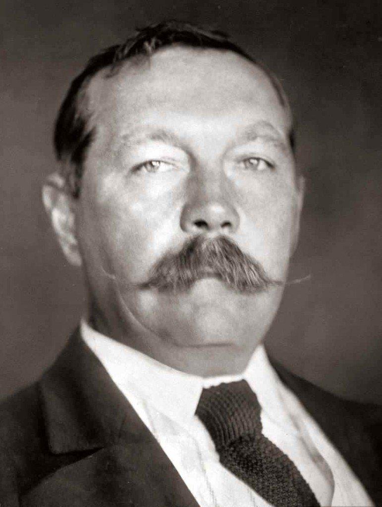 Escritor Arthur Conan Doyle.