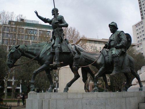 Quijote y Sancho en la Plaza de España (Madrid)