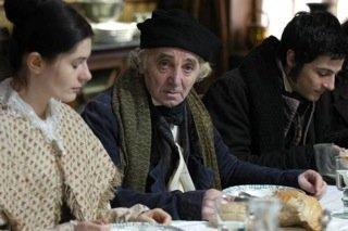 Charles Aznavour caracterizado como Papá Goriot