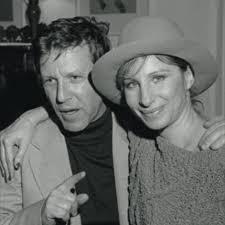 Amos Oz y Barbara Streisand