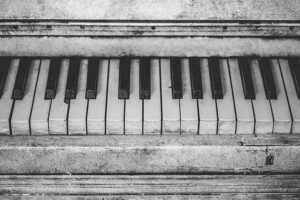 el piano viejo, Rómulo Gallego, relato corto